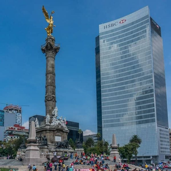 Angel of Independence in the middle of the Paseo de la Reforma.