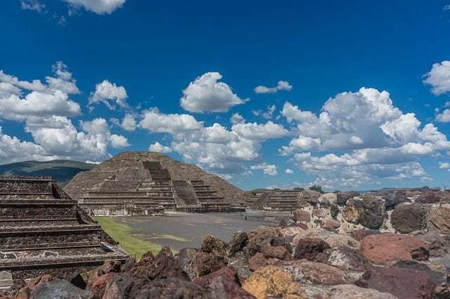 the pyramids of teotihuacan Explore the pre-columbian pyramids at teotihuacan, an archeological site that dates back to 100 bc later you'll visit the centuries-old site of the shrine of our.