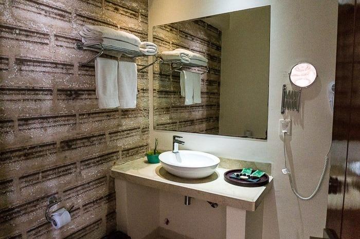 Baño en la habitación - hotel de sal Luna Salada