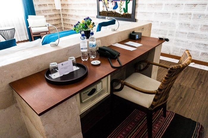 Escritorio en la habitación - hotel de sal Luna Salada