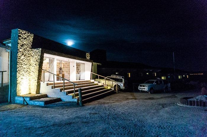 Entrada en la noche - hotel de sal Luna Salada