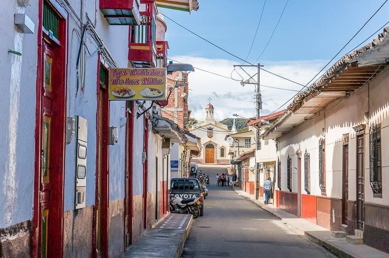 Es seguro viajar a Colombia? La realidad de la seguridad y el peligro en Colombia