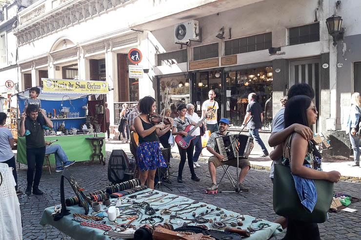 Street performers in Buenos Aires - The Top 18 Things to Do in Buenos Aires