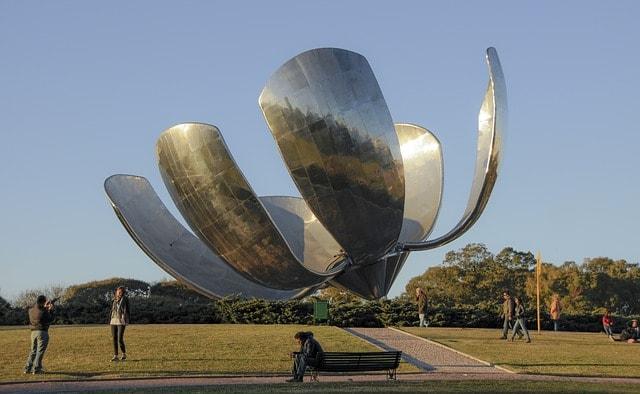 Buenos Aires Tours flower sculpture